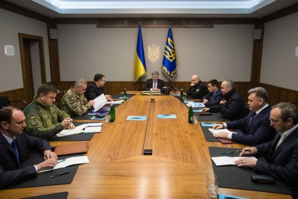 Порошенко скликав Воєнний кабінет РНБО через переворот вокупованому Луганську