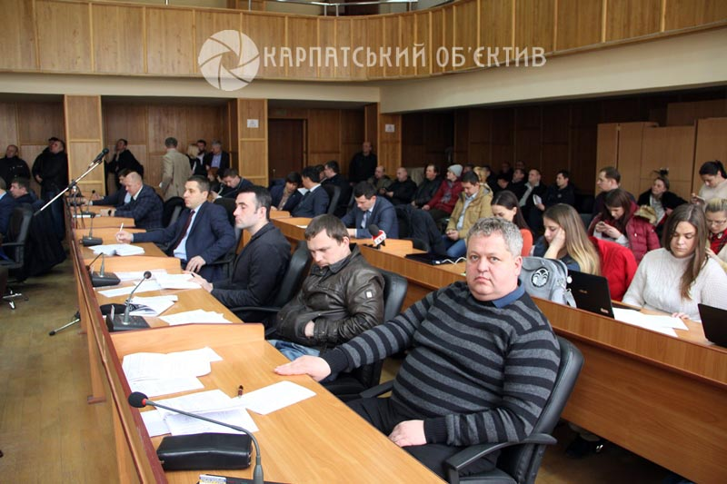 Ультиматуми «активістів», звільнення Іштвана Цапа та земельні рішення: Як в Ужгороді проходила сесія міськради. ФОТО
