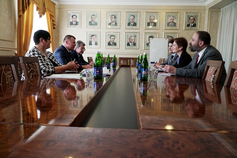 Посол США провела зустріч з представниками угорської громади краю