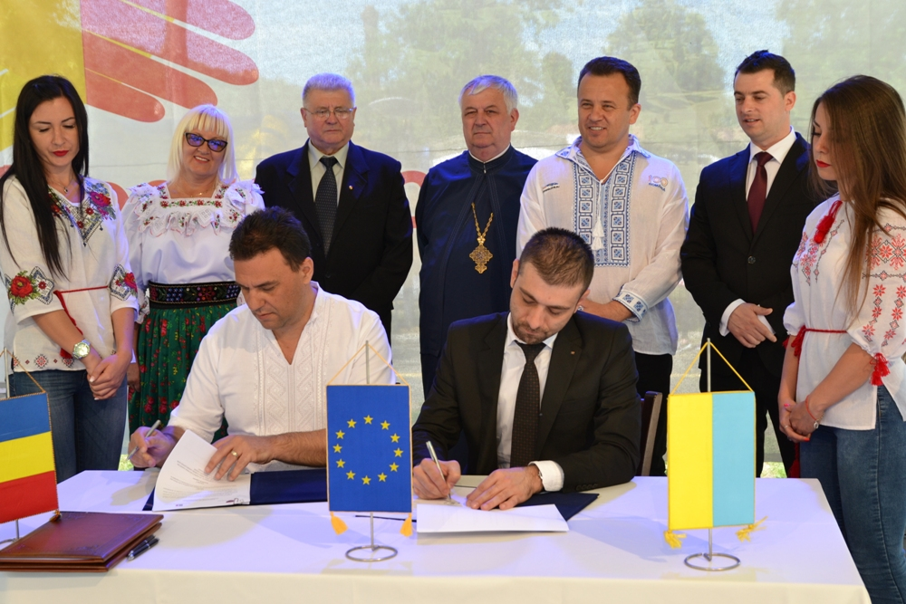 Закарпатські представники влади підписали знакові угоди в Румунії