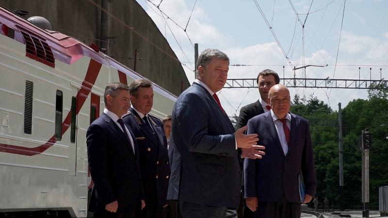 Як Президент України на Закарпатті новий залізничний тунель відкривав